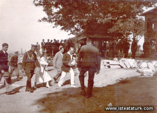 Yürüyen Kösk ve Atatürk